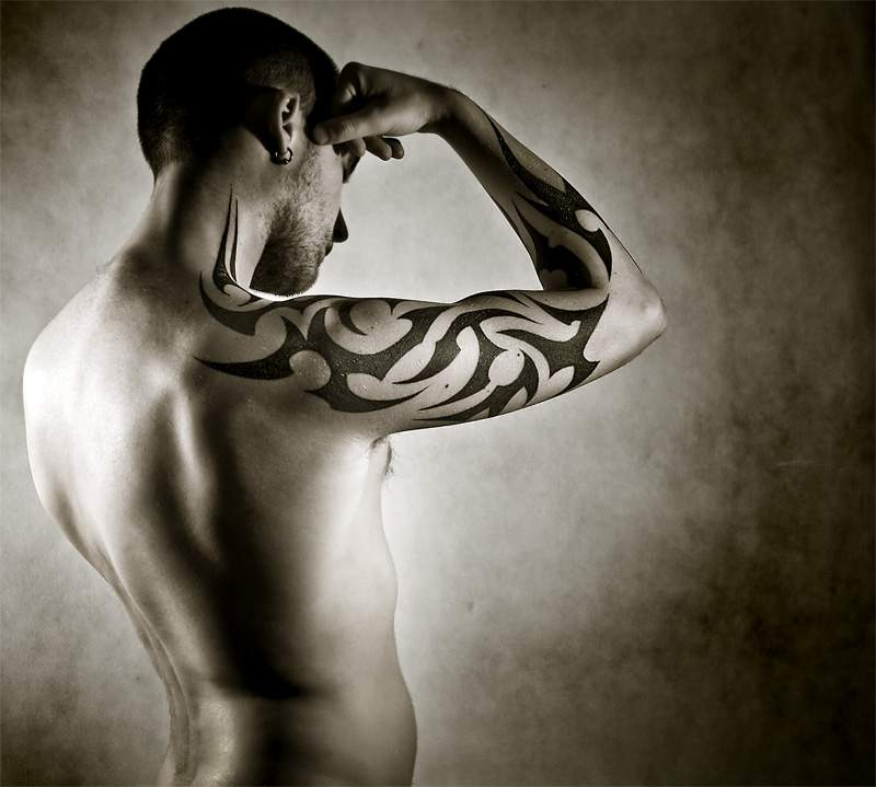modele tatouage homme avant bras. Black Bedroom Furniture Sets. Home Design Ideas